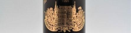 La photo montre une bouteille du grand vin du chateau palmer à margaux à Bordeaux