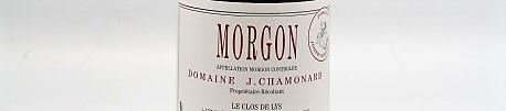 La photo montre une bouteille de vin du domaine Chamonard dans le Beaujolais