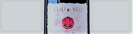 La photo montre une bouteille de vin du domaine Clau de Nell dans la Loire