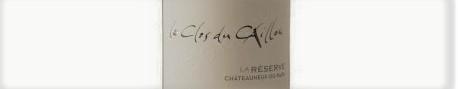 La photo montre une bouteille de vin du domaine clos du Caillou dans le Rhone