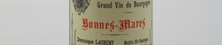 La photo montre une bouteille de vin du grand cru bonnes mares du Domaine Dominique Laurent situé à Gevrey Chambertin en Bourgogne