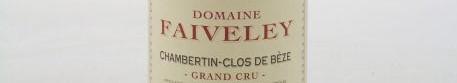 La photo montre une bouteille de vin Chambertin Clos de Beze grand cru du Domaine Faiveley situé en Bourgogne