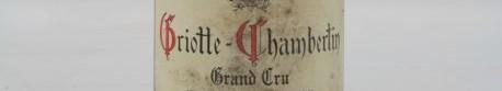 La photo montre une bouteille de vin de griottes Chmabertin grand cru du Domaine de Fourrier situé dans la cote de nuits en Bourgogne