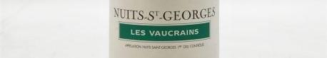 La photo montre une bouteille de vin nuits saint georges premier cru les vaucrains du Domaine Henri Gouges situé à nuits saint georges dans la cote de nuits en Bourgogne