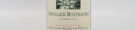 La photo montre une bouteille de vin Chevalier chambertin gran cru du Domaine Jacques Prieur situé à Meursault en Bourgogne