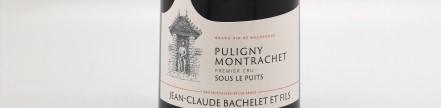 La photo montre une bouteille de vin du domaine Jean Claude Bachelet en Bourgogne
