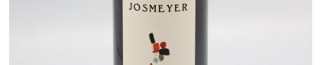 La photo montre une bouteille de vin du domaine Josmeyer dans l'Alsace