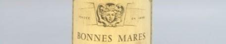 La photo montre une bouteille de vin du grand cru bonne mares du Domaine louis jadot situé dans en cote d'or en Bourgogne