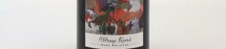 La photo montre une bouteille de vin du domaine Marc Delienne dans le Beaujolais