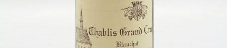 La photo montre une bouteille de vin DE GRAND CRU CHABLIS BLANCHOT du Domaine raveneau situé dans le chablisien en Bourgogne