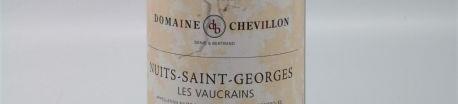 La photo montre une bouteille de vin du domaine Robert Chevillon en Bourgogne