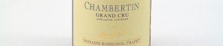La photo montre une bouteille de vin du domaine Rossignol Trapet en Bourgogne