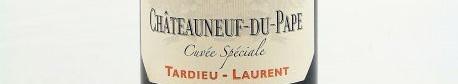 La photo montre une bouteille de vin du domaine Tardieu Laurent dans le Rhone