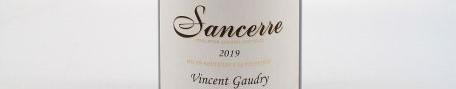 La photo montre une bouteille de vin du domaine Vincent Gaudry dans la Loire
