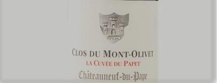 La photo montre une bouteille du grand vin du domaine Clos Mont Olivet a chateauneuf du pape dans la vallee du rhone