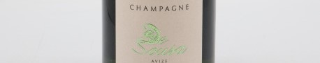 La photo montre une bouteille de Champagne du domaine De Sousa dans la Champagne