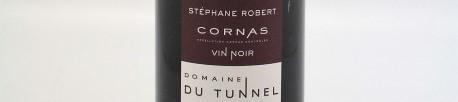 La photo montre une bouteille de vin du domaine du Tunnel dans le Rhone