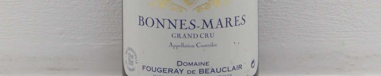 La photo montre une bouteille de vin du grand cru bonnes mares du Domaine fougeray de beauclair situé dans la cote de nuits en Bourgogne