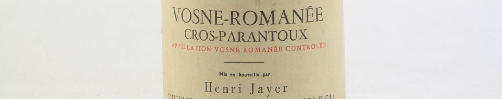 La photo montre une bouteille de vin de Nuits saint georges 1er cru cros parantoux du Domaine Henri Jayer situé à vosne romanée en Bourgogne
