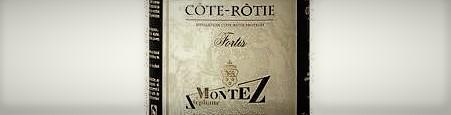 La photo montre une bouteille du grand vin du domaine Stephane Montez dans la Cote Rotie dans la vallee du rhone