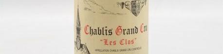 La photo montre une bouteille de vin DE CHABLIS GRAND CRU LES CLOS du Domaine vincent dauvissat situé dans le chablisien en Bourgogne