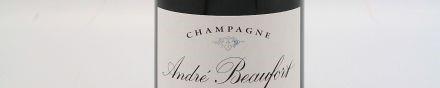 La photo montre une bouteille de champagne du domaine Andre Beaufort en Champagne