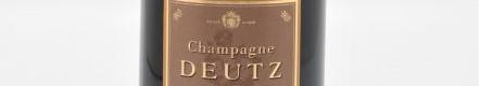 La photo montre une bouteille du Champagne Deutz de la Maison de Champagne Deutz