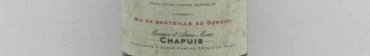La photo montre une bouteille de l'appellation Corton du domaine Chapuis & Chapuis en Bourgogne.