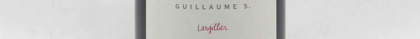 La photo montre une bouteille de Champagne du domaine Coessens Largillier;