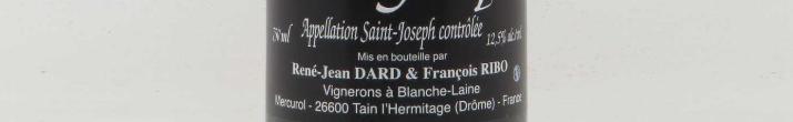 Cette photo montre une bouteille de vin de l'appellation Saint-Joseph du domaine Dard et Ribo de la Vallée du Rhône.