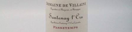 La photo montre une bouteille de vin de l'appellation Santenay 1er cru du domaine De Villaine en Bourgogne.
