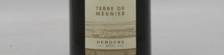 La photo montre une bouteille de Champagne du domaine Dehours et Fils.