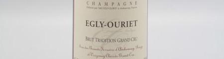 La photo montre une bouteille de Champagne du domaine Egly-Ouriet.