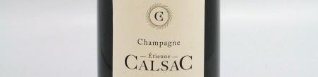 La photo montre une bouteille de Champagne du domaine Etienne Calsac.