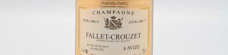 La photo montre une bouteille de Champagne du domaine Fallet-Crouzet.