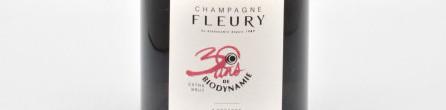 La photo montre une bouteille de Champagne du domaine Fleury.