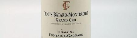 La photo montre une bouteille de l'appellation Criots Batard Montrachet du domaine Fontaine Gagnard de Bourgogne.