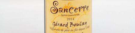 La photo montre une bouteille du domaine Gérard Boulay de l'appellation Sancerre dans la Loire.