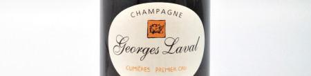 La photo montre une bouteille de Champagne du domaine Georges Laval.