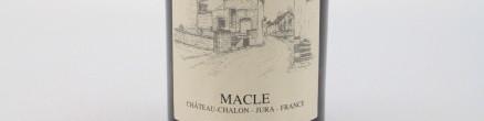 La photo montre une bouteille de vin de l'appellation Côtes du Jura du domaine Jean Macle.