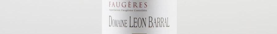 La photo montre une bouteille de l'appellation Faugères du domaine Léon Barral dans le Languedoc Roussillon.