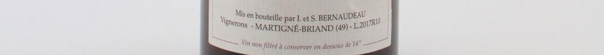La photo montre une bouteille de l'appellation Vin de France du domaine Stéphane Bernaudeau dans la Loire.