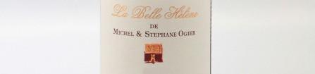 La photo montre une bouteille de vin de l'appellation Côte-Rôtie du domaine Stéphane Ogier dans la Vallée du Rhône Nord.