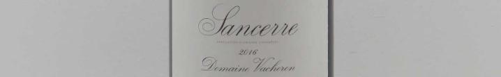 La photo montre une bouteille de l'appellation Sancerre du domaine Vacheron dans la Loire.