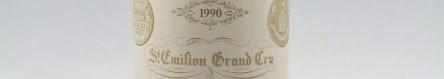 La photo montre une bouteille de vin de saint emilion, bordeaux