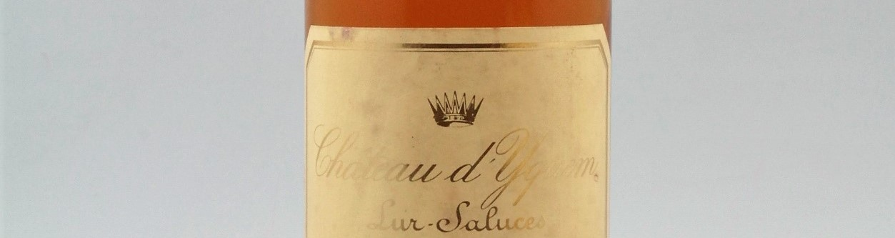 La photo montre une bouteille du grand vin du chateau dyquem à sauternes à Bordeaux